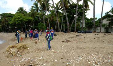 ADN realiza operativo de limpieza en Malecón de Santo Domingo