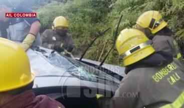 Mujer embarazada queda atrapada en accidente de tránsito en Colombia