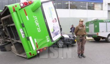 Cuatro heridos tras choque entre autobús y camión en Chile