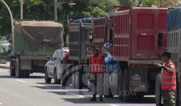 Transportistas independientes paralizan camiones en el Malecón