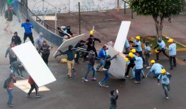 Al menos 6 heridos en tiroteo entre fanáticos afuera de estadio en Perú