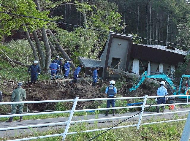 Una treintena de desaparecidos tras fuerte terremoto en norte de Japón
