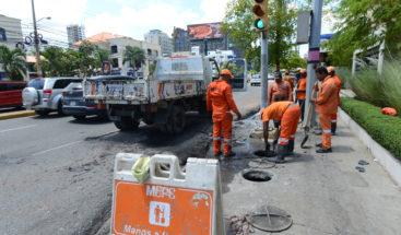 Brigadas del MOPC limpian imbornales en prevención de inundaciones