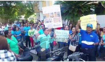 ADP exige uniformes y pago a Minerd en La Vega