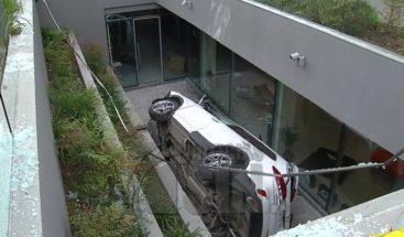 Ladrón que intentó huir subterráneo de un edificio de oficinas en Chile