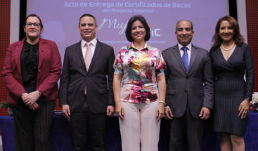 """Indotel presenta primera versión del programa """"Mujeres en las TIC"""""""