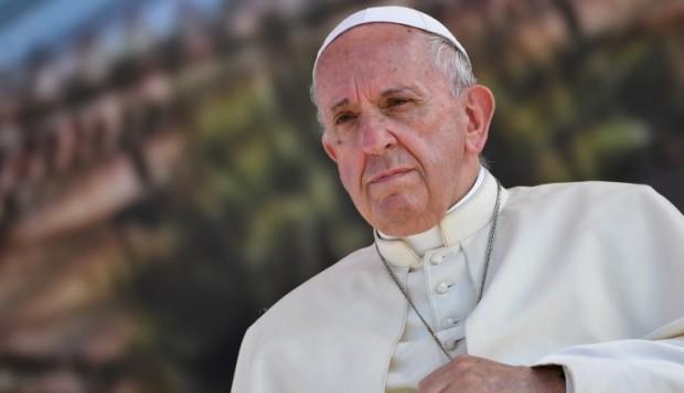 El papa acepta renuncia de obispos chilenos por escándalo abusos menores