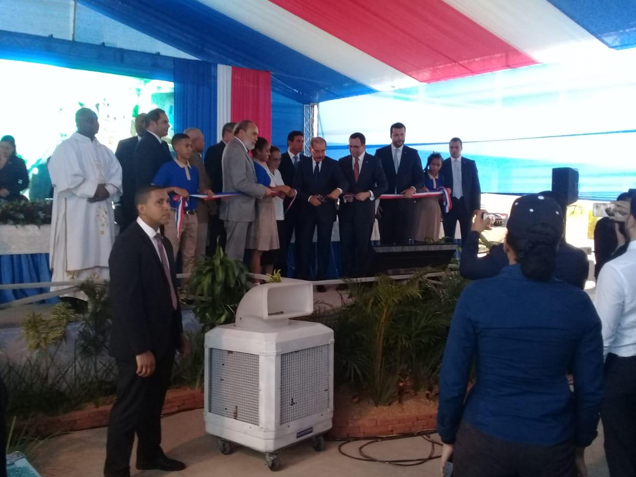 Presidente Medina entrega tres planteles escolares en Monte Plata