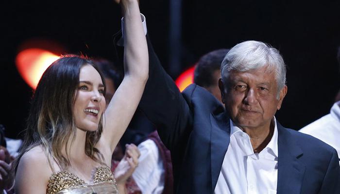 Cantante Belinda violó la ley al participar en acto político en México