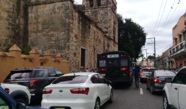 Roban carro a un militar frente a Parroquia Las Mercedes