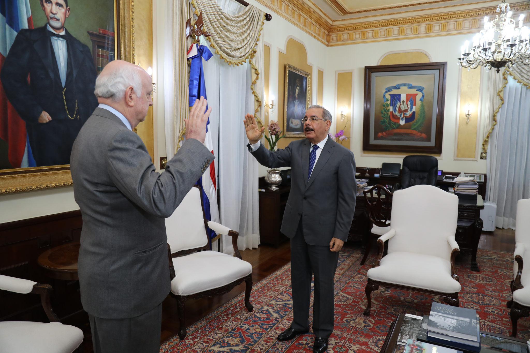 Medina juramenta embajador en misión especial ante Consejo Seguridad ONU