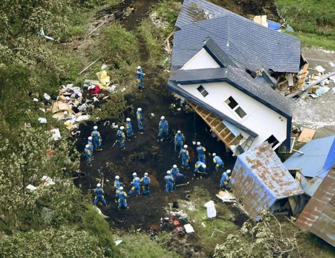 Ascienden a 16 los fallecidos por el terremoto del norte de Japón