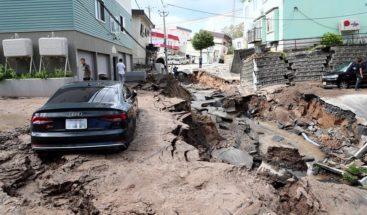 Al menos 9 muertos en fuerte terremoto que colapsa el norte de Japón
