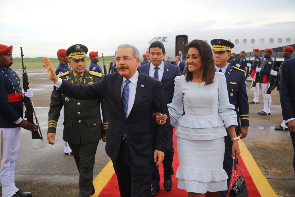 Presidente Medina regresa al país luego de participar en asamblea ONU