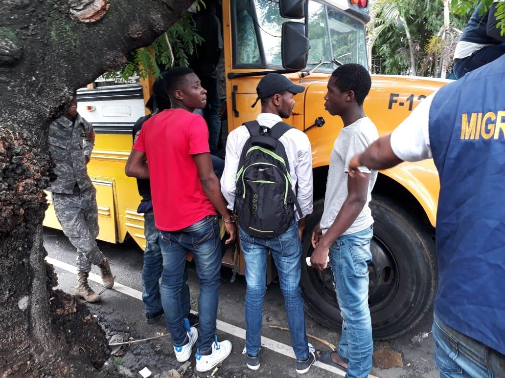 Detienen 1,165 indocumentados en territorio dominicano, 617 haitianos