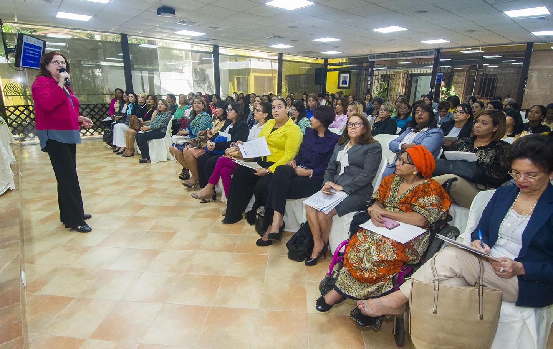 Lanzan curso de capacitación para candidatas electorales dominicanas