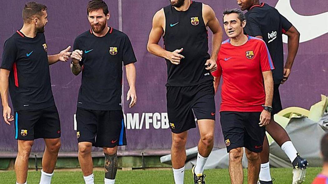 El Barcelona se entrenó sin internacionales,pero con Piqué, Alba y Messi
