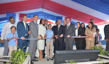 Presidente Medina entrega 4 centros educativos en La Vega