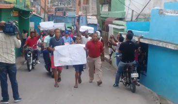 En Los Guandules, marchan por desalojos para proyecto Domingo Savio