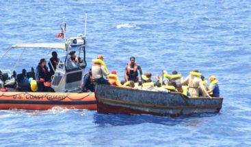Repatrían a doce dominicanos y dos haitianos tras detención en PR