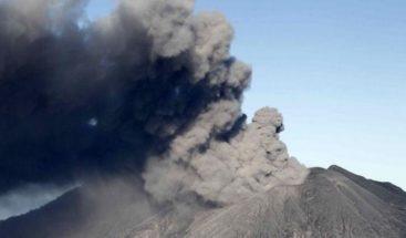 Registran erupción de ceniza en el volcán Turrialba de Costa Rica