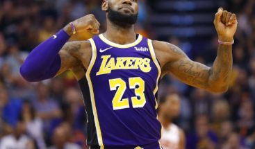 James, triple-doble, y Lakers logran segundo triunfo