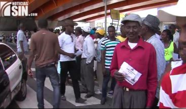 Haitianos denuncian mafia para retirar carnet