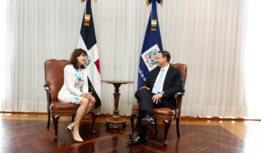 Procurador recibe visita de cortesía de la embajadora de los EE.UU.