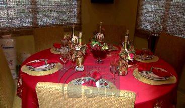 Familia en Puerto Rico celebra época navideña en octubre