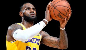 LeBron James debuta con Los Lakers y se convierte en la nueva estrella