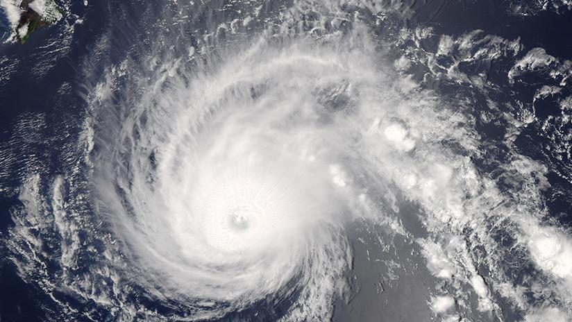 Huracán 'Walaka' desaparece isla de Hawái