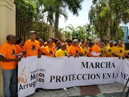 Envejecientes marchan hasta el Congreso nacional
