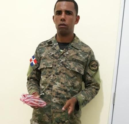 Detienen militar llevando supuesta droga en pan a cárcel de Montecristi