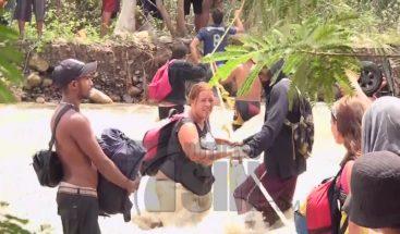 Venezolanos hacen travesías en la frontera para llegar a Colombia