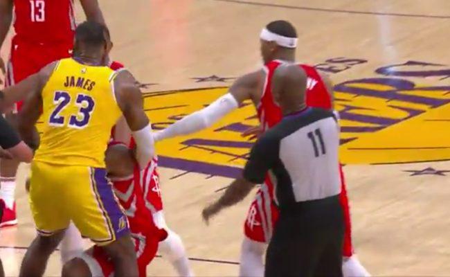 NBA suspende tres jugadores tras pelea en partido entre Lakers y Rockets