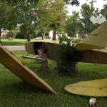 Decoración que imita accidente aéreo moviliza servicios de emergencias