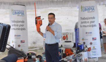 Dominicana limpia entrega kits de limpieza a alcaldías