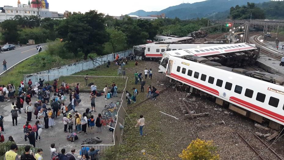 18 muertos y 160 heridos por accidente de tren en Taiwán