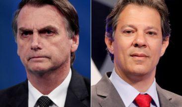 Bolsonaro agita bandera del