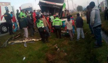 Al menos 8 muertos y 50 heridos deja caída de ómnibus en Perú