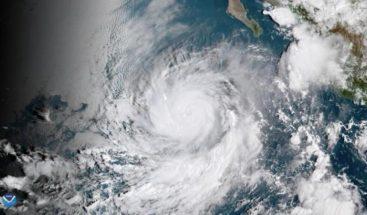 Declaran emergencia en Baja California ante impacto de ciclón Rosa