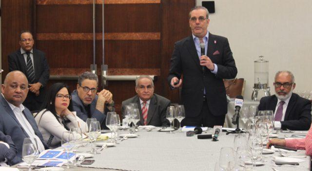 Abinader presenta plan para evitar crisis del agua en RD