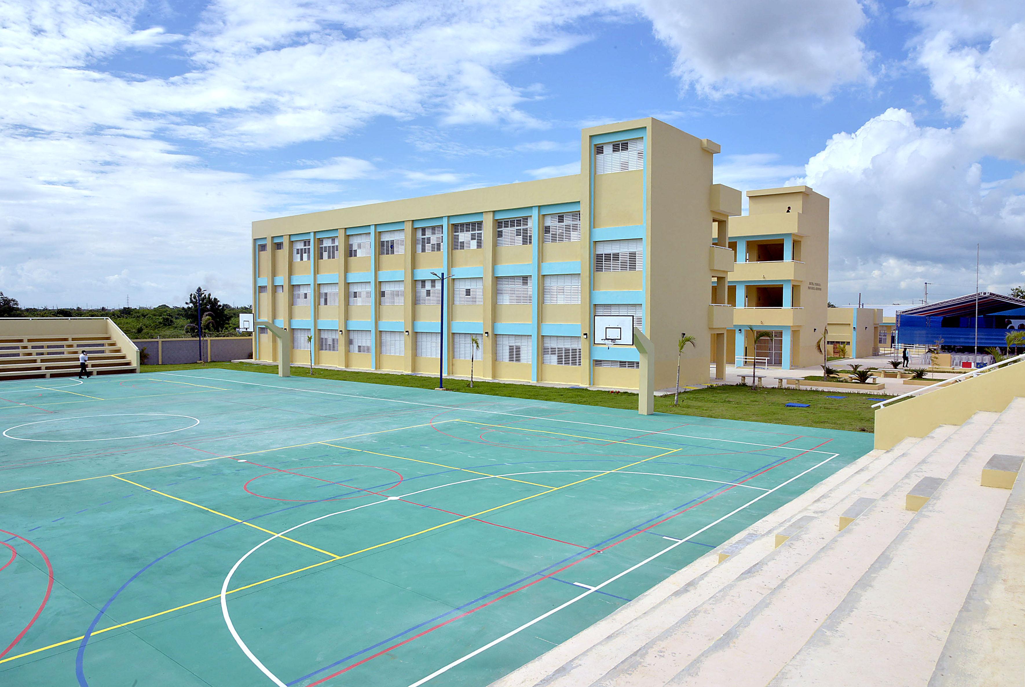 Presidente Medina entrega dos centro educativos en SPM