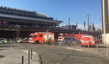 Toma de rehenes junto principal estación de tren de Colonia en Alemania