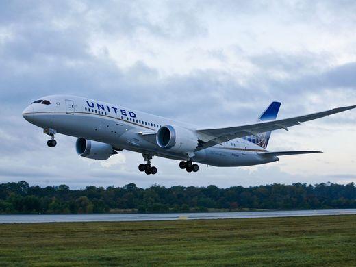 Avión de United Airlines aterriza de emergencia en Sídney