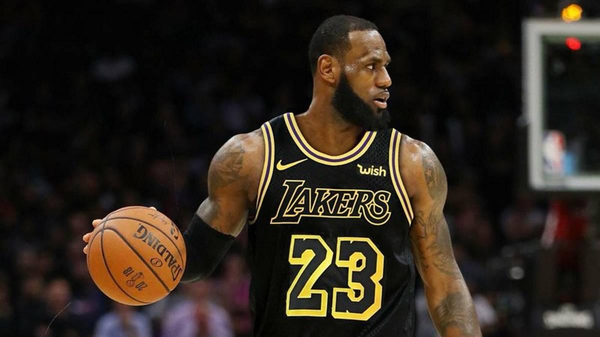 123-113. James y los jóvenes Lakers pueden con los Warriors sin Green