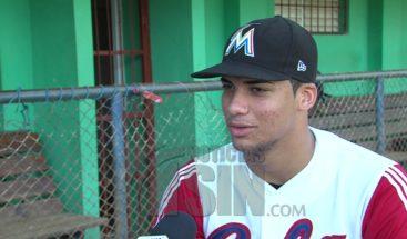 Sandy Gatón, pitcher cubano de 16 años representado por  Marc Anthony
