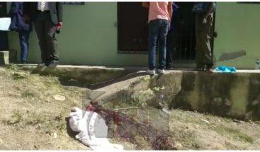 Hombre mata a su expareja de un disparo y se suicida en Sabana Perdida