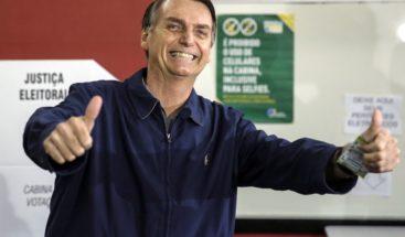 Jair Bolsonaro obtiene el 48 % y Haddad 26 % con el 57 % escrutado