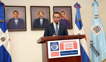 Navarro debate con 700 estudiantes de temas nacionales e internacionales